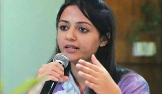 जेएनयूची माजी विद्यार्थीनी शेहला रशीदचे दहशतवाद्यांशी संबंध; वडिलांनीच केला गंभीर आरोप