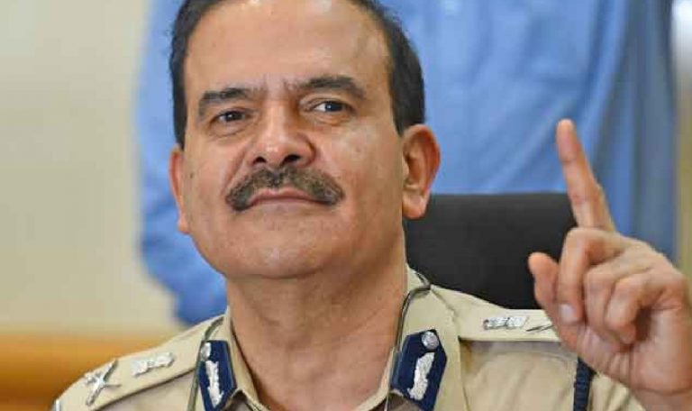 Controversial Mumbai CP: Like IPS Parambir Singh these Mumbai Police Commissioners Also suddenly got Transfers
