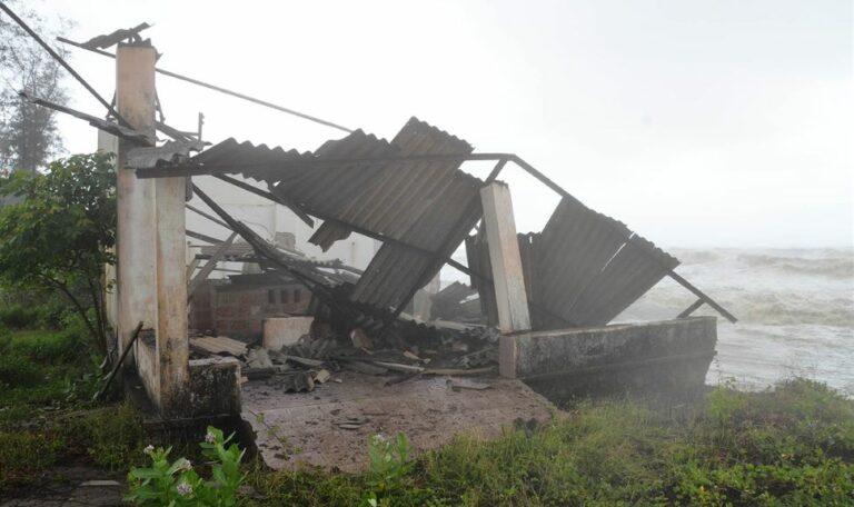 Cyclone Tauktae Photos From Kerala Goa Mumbai Maharashtra Latest News