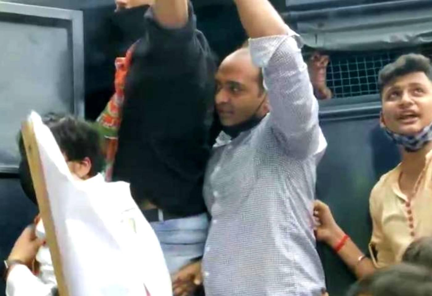 Bjp and shiv sena workers clash Near Shiv Sena Bhavan Dadar mumbai over Shri ram temple issue