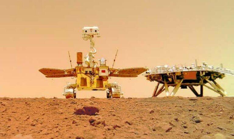 झुरॉंग हा चीनचा पहिला मंगळ रोव्हर